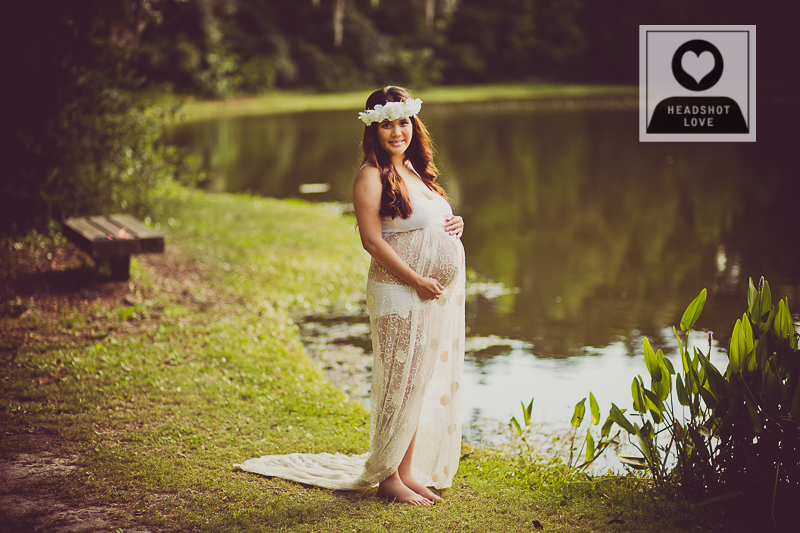 pregnancy and maternity photos Charleston SC photographed by DIana Deaver of HeadshotLove.com
